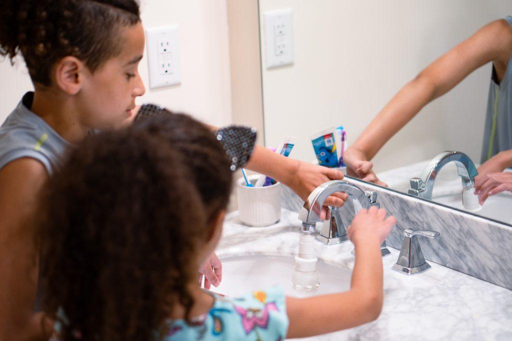 washing hands sink spinner